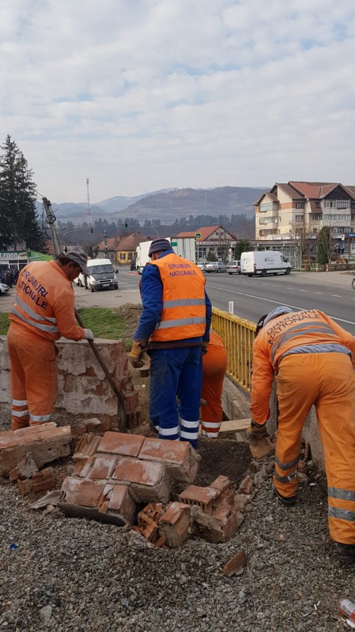 A început reabilitarea trecerii pietonale de la Tălmaciu FOTO