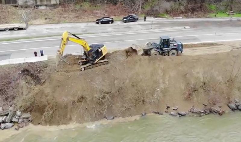 VIDEO-CNAIR anunță că lucrează non-stop la remedierea alunecărilor de teren de pe Valea Oltului