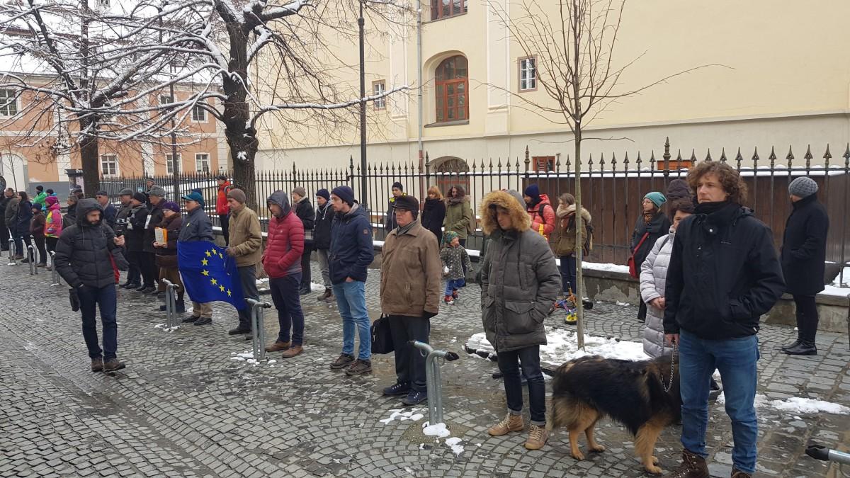"""VIDEO 86 de zile de proteste continue în Sibiu. """"Noi cu ale noastre, ei cu ale lor"""""""