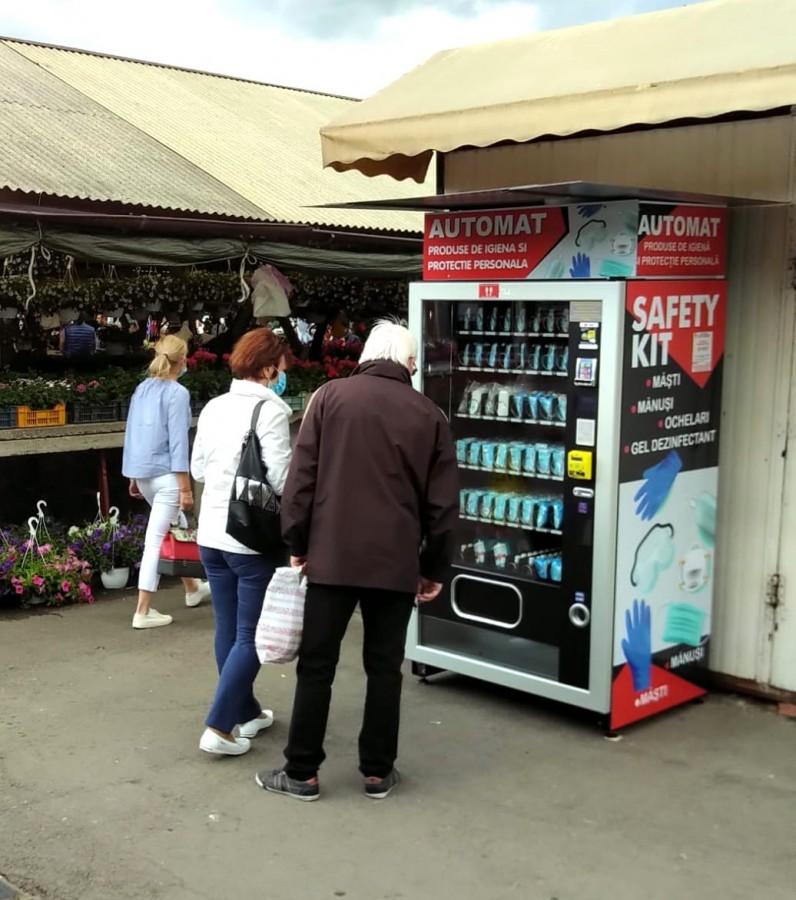 Primul automat de vânzare a echipamentelor de protecție a fost amplasat în Piața Cibin