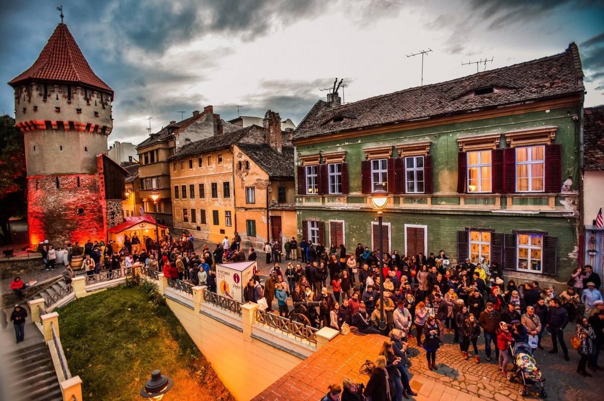 Vinurile rafinate îți dau întâlnire la Vinfest – Pe cea mai frumoasă stradă din Sibiu