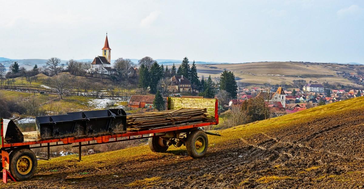 Teologi români vin la Sibiu să discute despre satul românesc