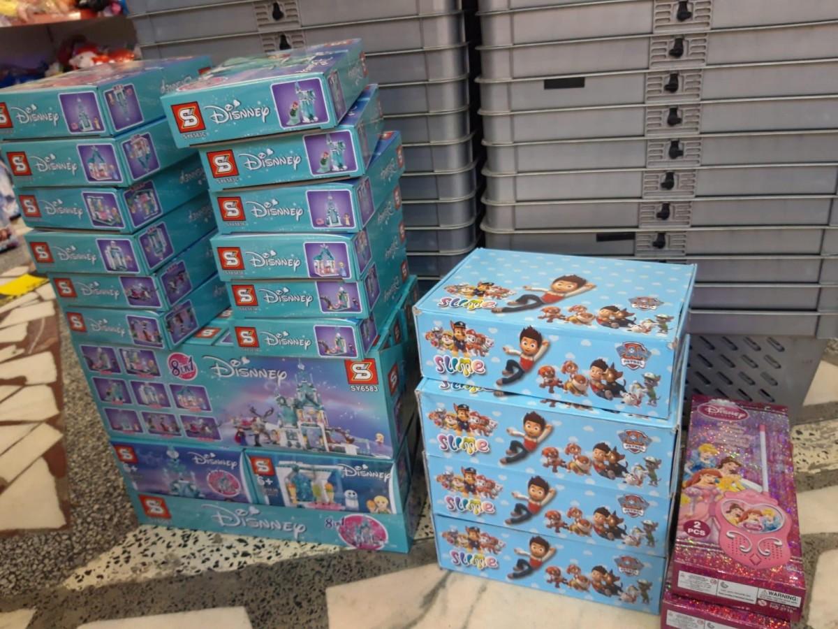 """Jucării contrafăcute confiscate din Târgul de Crăciun și de la Pacea. """"Prezentau risc pentru sănătatea copiilor"""""""