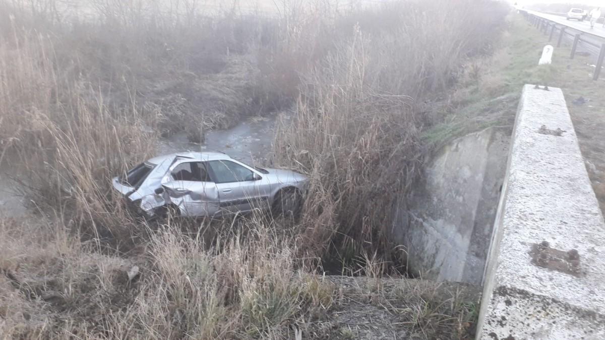 GALERIE FOTO-Accident pe DN 1. O mașină a fost proiectată în șanț