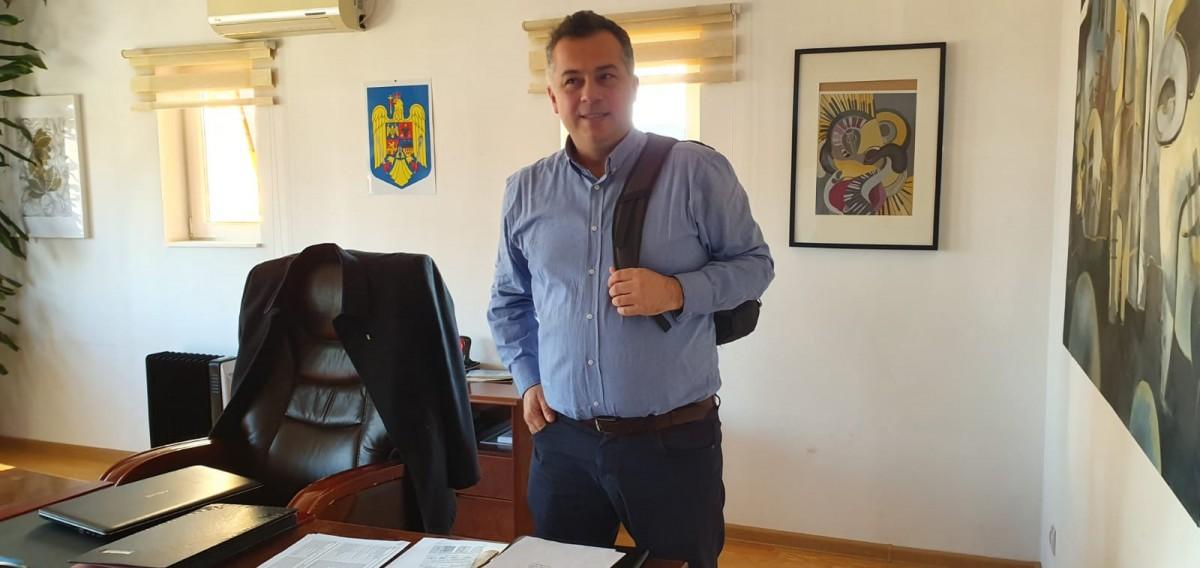 Interviu cu Alexandru Dumbravă, inspector școlar general: Îi înnebunim pe copii, au ajuns să fie ca niște mașini care trebuie să fie parcate undeva