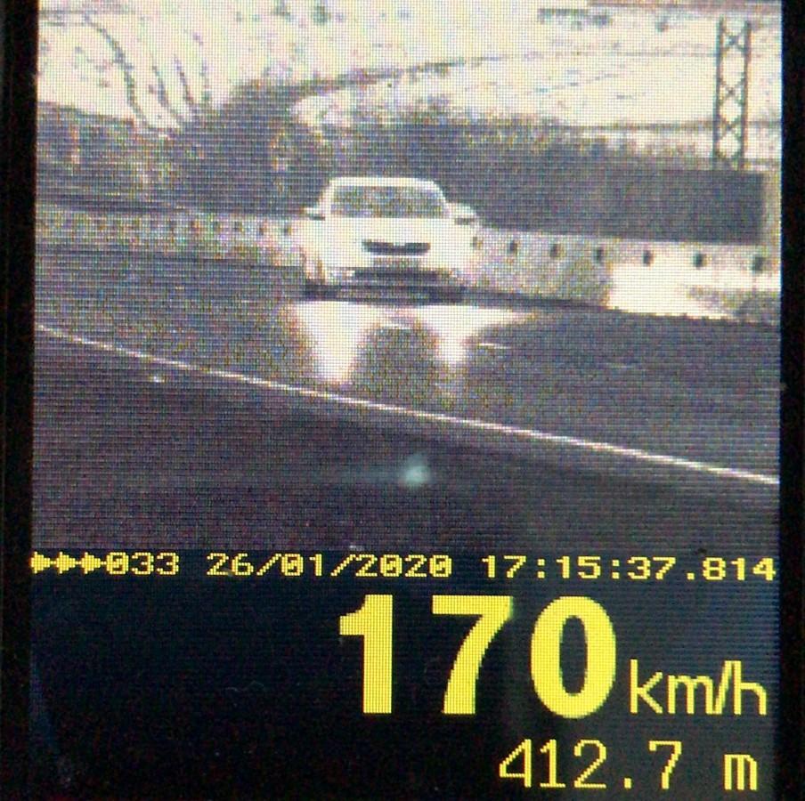 Cu 170 km/h pe DN 1. 12 șoferi au fost prinși de polițiști cu viteză peste limita legală, în decurs de o oră