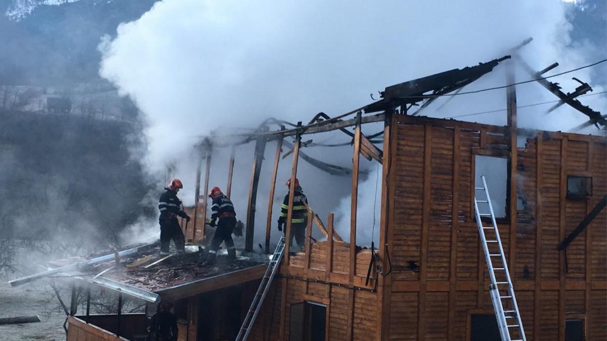 Incendiu la o cabană din RâulSadului
