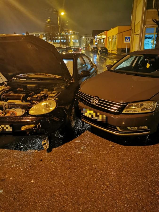 Un șofer a fost rănit, după ce a lovit o altă mașină în intersecție, în Ștrand