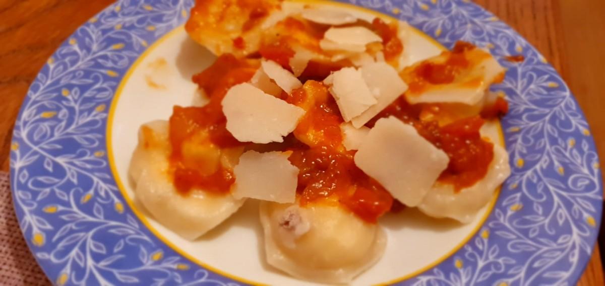 Cronică de restaurant în vremea coronavirusului: Colțunași delicioși făcuți în casă
