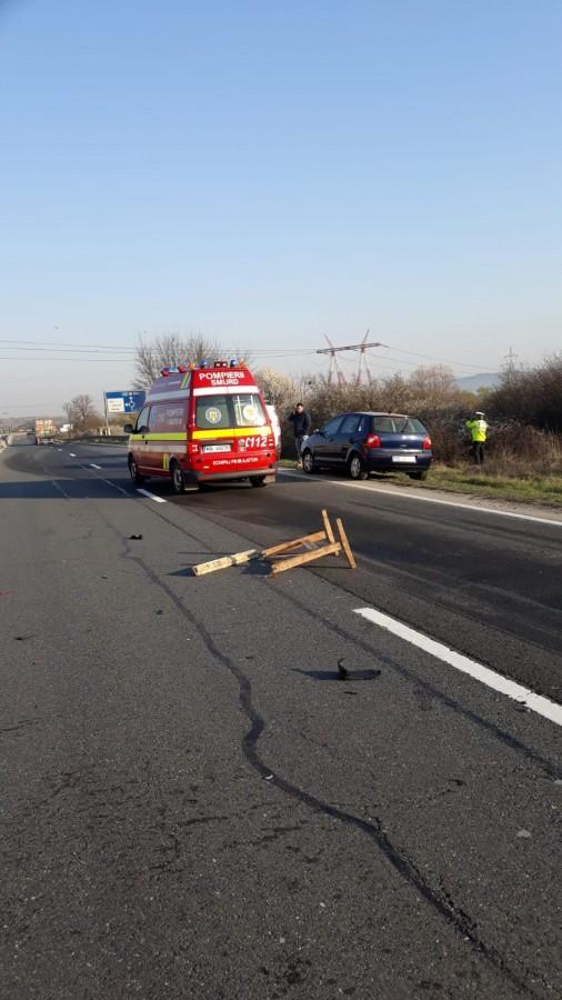 Accident la Veștem declanșatde o bucată de lemn aflată în drum
