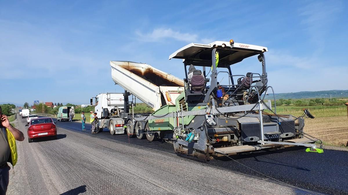 VIDEO - Zece kilometri de asfalt nou pe DN 1, în județul Sibiu