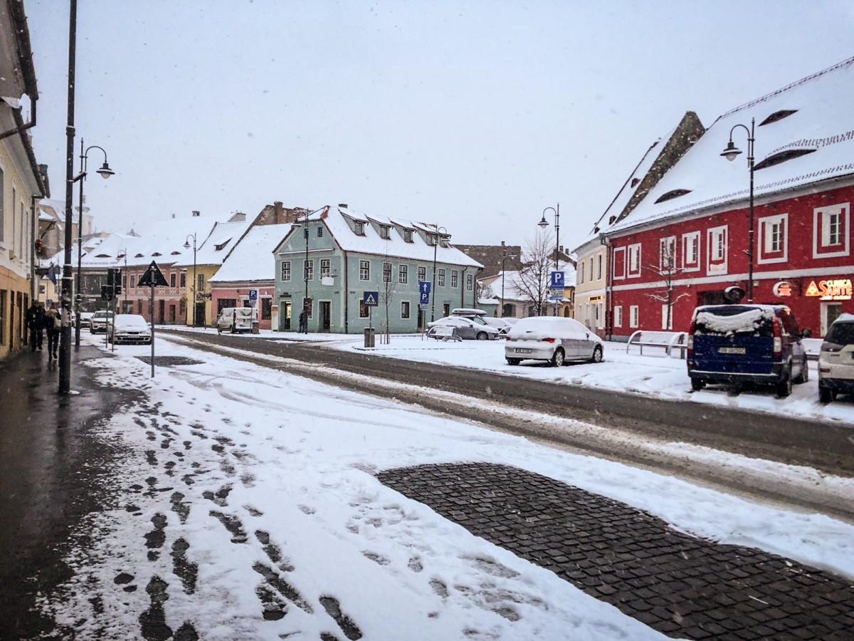 Primăria Sibiu: s-a intervenit cu sare și plug