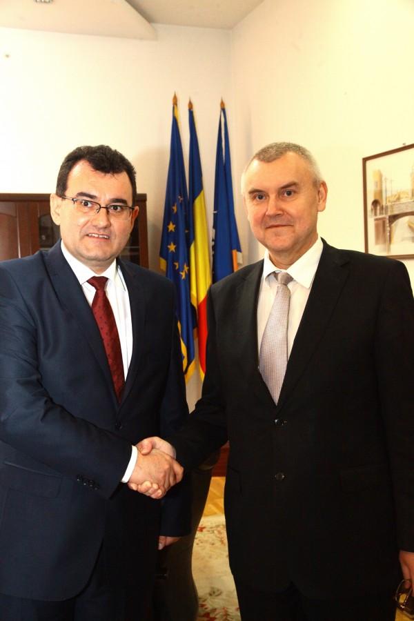 Cu cine s-a întâlnit prefectul Lucian Radu după ce a depus jurământul