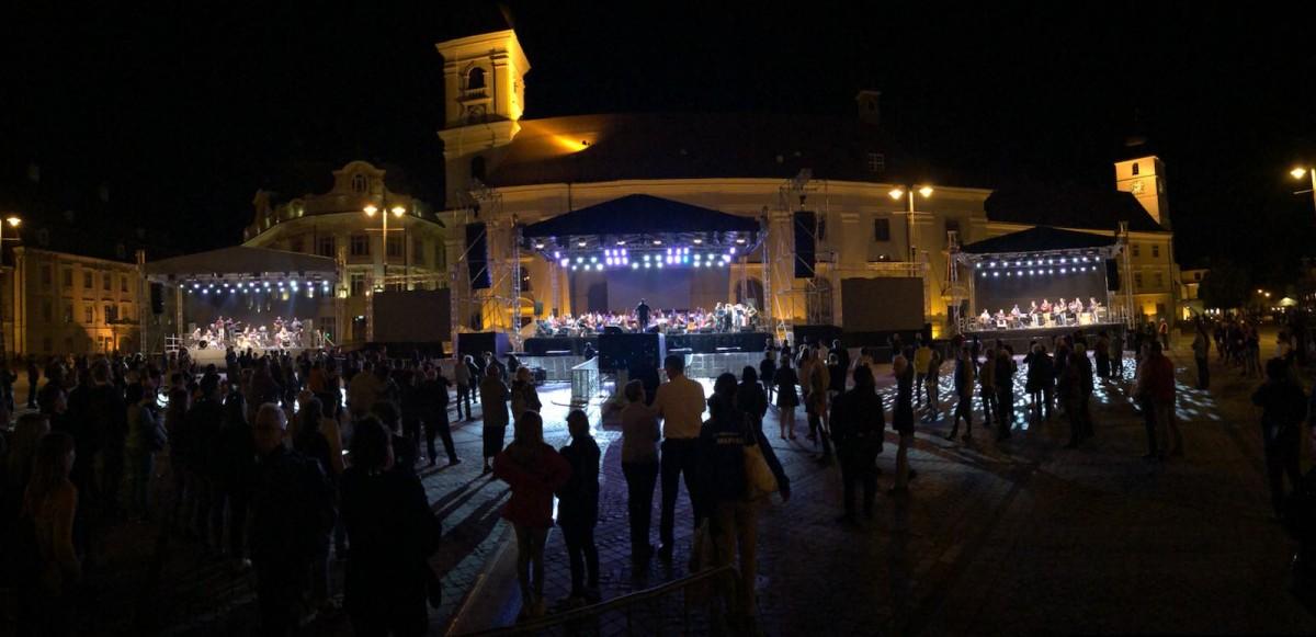 100 de artiști vor concerta pe trei scene, în această seară, în Piața Mare