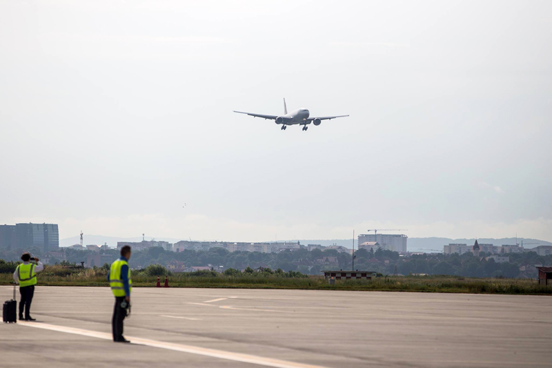 Întârzieri la Aeroportul din Sibiu: zboruri amânate cu peste 3 ore