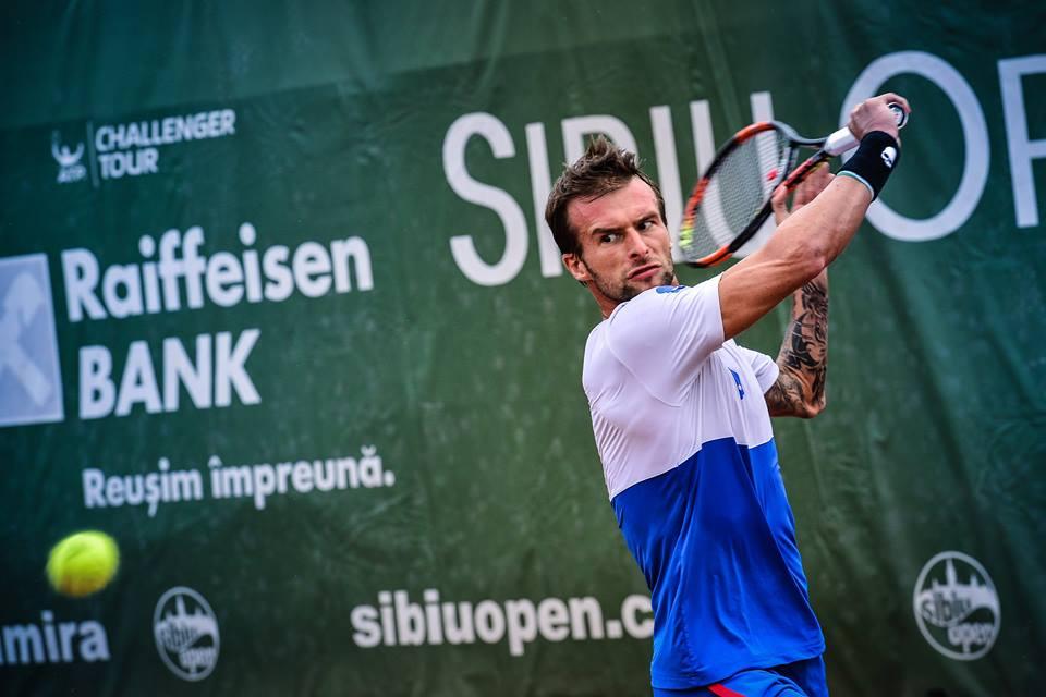 """""""Uraganul"""" Ungur nu i-a dat nicio şansă lui Luncanu, iar Riba şi-a făcut viaţă grea pe final – semifinale Sibiu Open. Românii, campioni la dublu"""