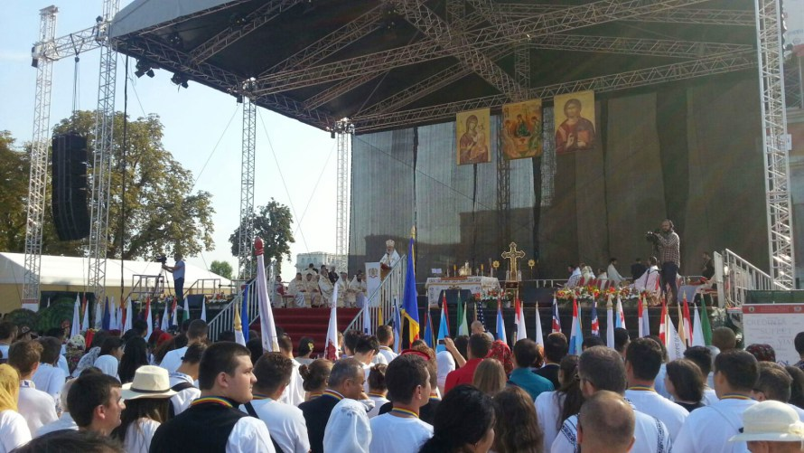 Patriarhul Daniel a oficiatprima slujbă la Catedrala Mântuirii Neamului