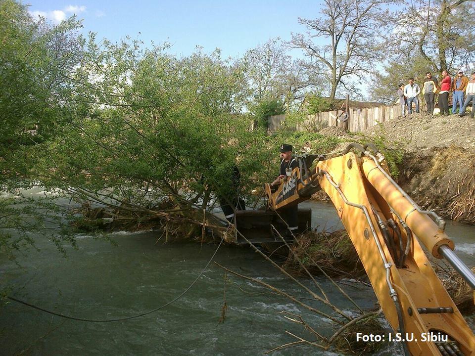 ACTUALIZARE Operațiune amplă de salvare la Cârța. Doi copii scoşi din ape, alte două persoane decedate
