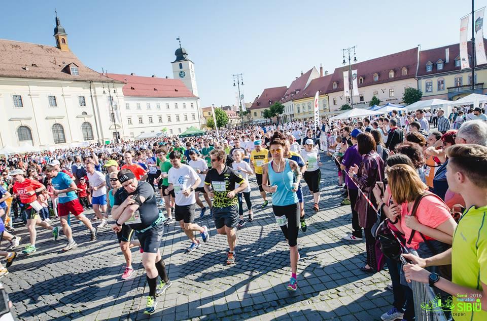 Vedetele Sibiului aleargă la maraton. Ce au în comun Nicolle Stănese și părintele Necula?