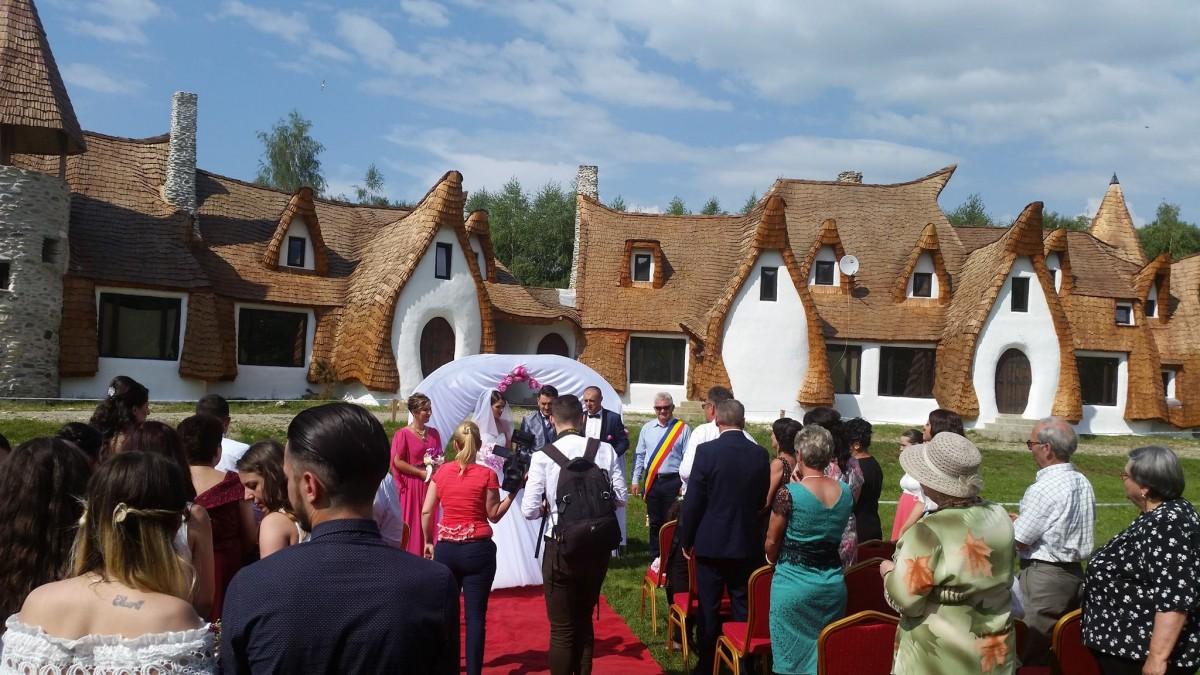 FOTO - Nuntă ca-n povești la Castelul de Lut Valea Zânelor