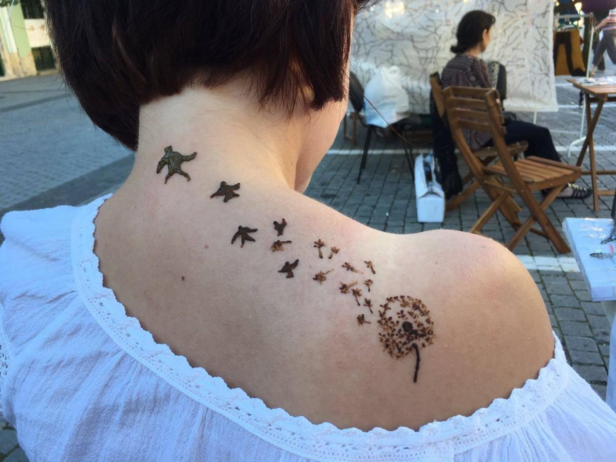 Micile afaceri din Sibiu. Gio, fata cu tatuajele cu henna
