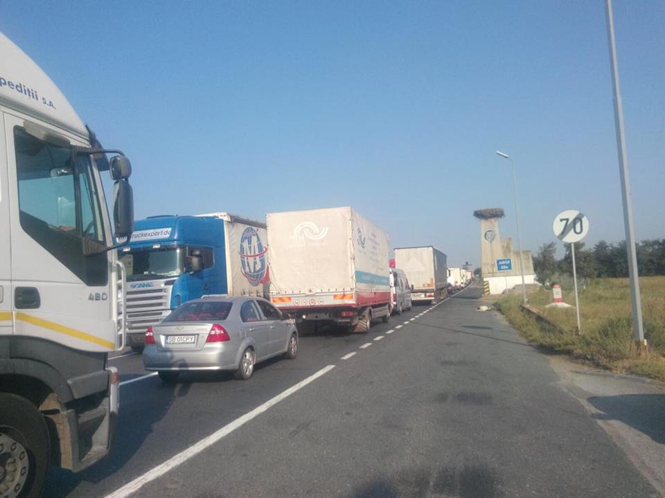 Transportatorii ameninţă cu acţiuni de protest şi blocarea transportului în toată ţara