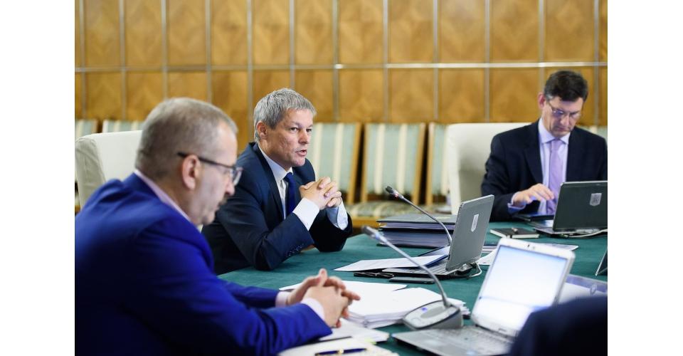 Cioloș: Se vor elimina copiile legalizate pentru diverse documente, cazierul judiciar se va solicita între instituții