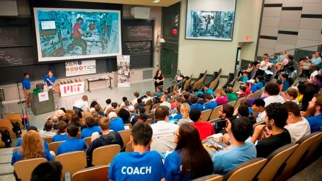 Sponsorizare pentru viitorMarquardt ajută liceenii să meargă la concursul de robotică MIT - NASA