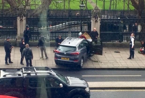 Românca rănită la Londraa fost lovită de maşină pe podul Westminster şi proiectată în Tamisa  foto video