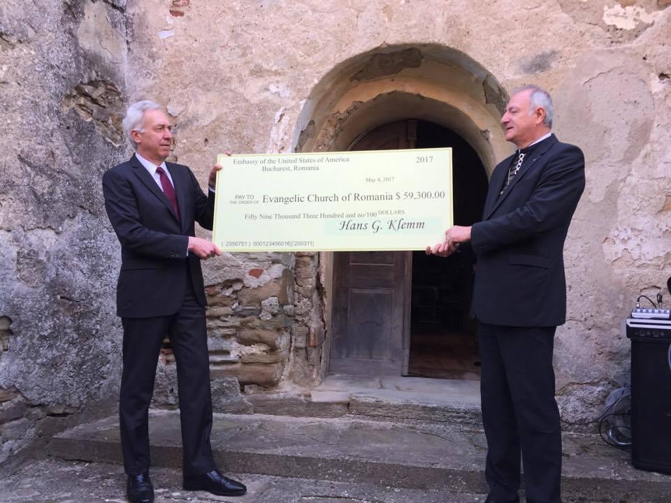 Ambasadorul SUA, Hans Klemm, a donat Bisericii Evanghelice 59.300 de dolari
