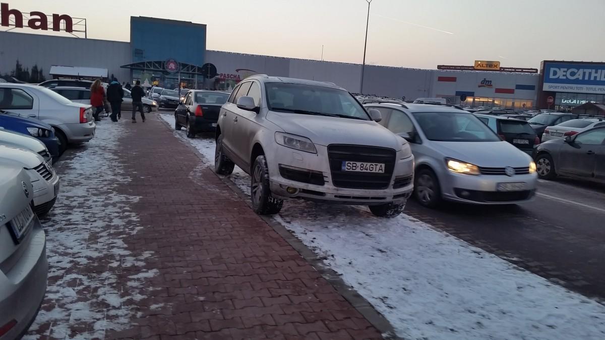 FOTO – Accesul și parcarea la mall au ajuns un chin. Ce rute alternative exista?