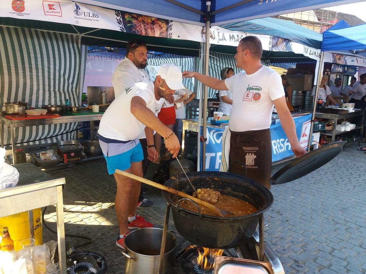 Hai la masă: Rețete demult uitate și demonstrații culinare în Piața Mică