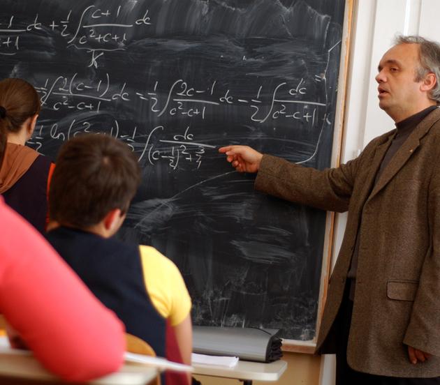Proiect de lege pentru PENSII SPECIALE acordate profesorilor din învăţământul preuniversitar