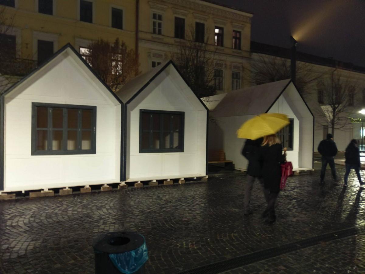 Târgul de Crăciun din Cluj are ce-i lipsește Sibiului. Patinoar și concerte