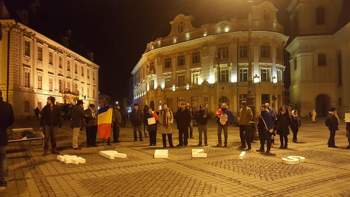 """FOTO-VIDEO Protest în Piața Mare.""""DNA să vină să vă ia!"""""""