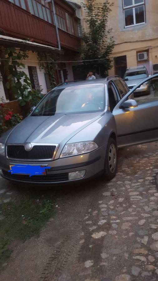Mașină furată din curte, la doi pași de Piața Mare