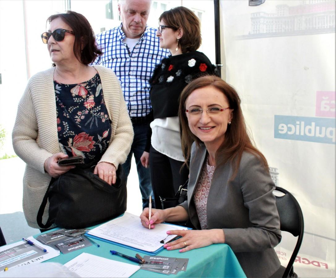 """Liberalii sibieni au semnat petiția """"Fără penali în funcții publice"""""""