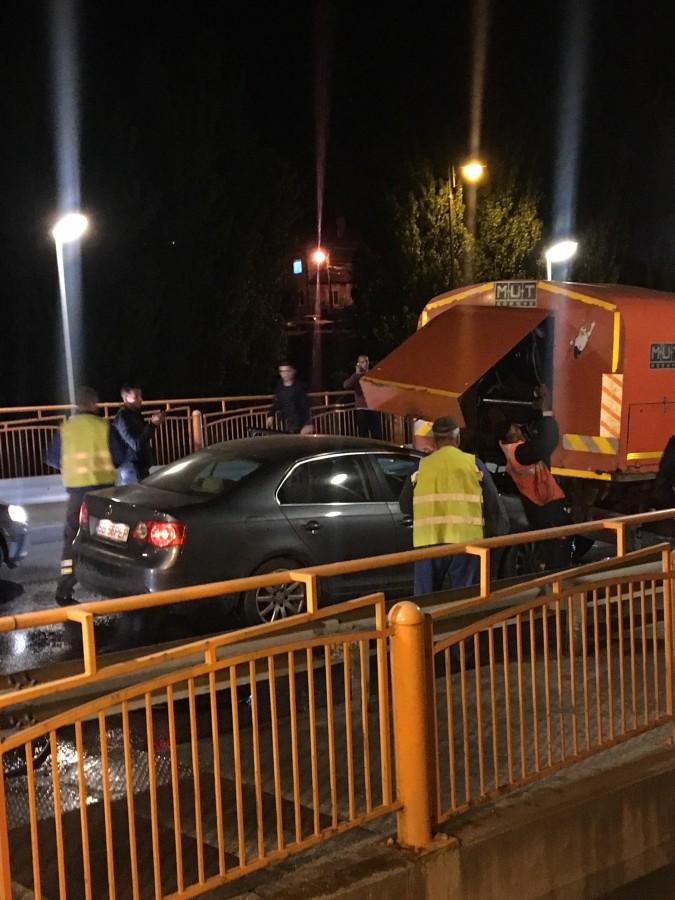 Accident grav pe Podul Gării.Muncitor prins între o mașină și o autocisternă