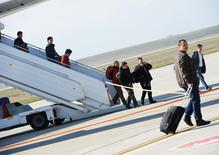 Coaliția pentru avioane. Deputați PSD, PNL și UNPR cer din nou zbor Sibiu - București