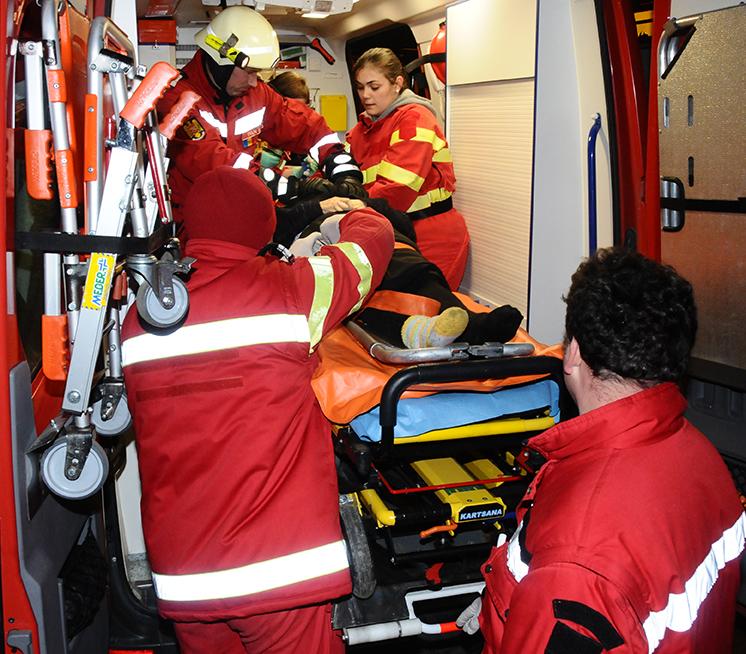 Copil de 11 ani, lovit de o maşină pe strada Henri Coandă
