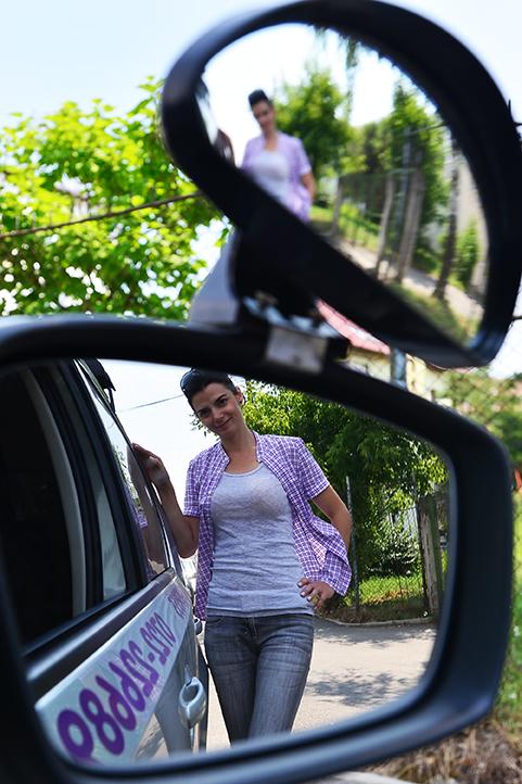 Singura femeie intructor auto din Sibiu.