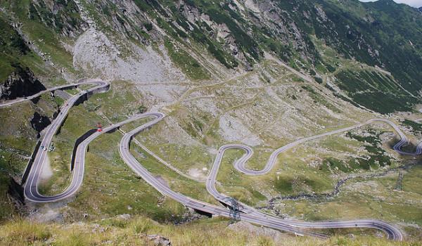 Skoda Octavia bate Ferrari pe Transfăgărășan. Video