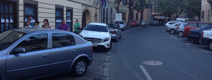 Se pregăteşte o lege pentru maşinile parcate pe trotuare