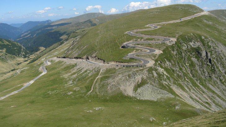 Cea mai înaltă șosea din România, de la hotarul județului Sibiu, în litigiu. Reabilitarea se amână