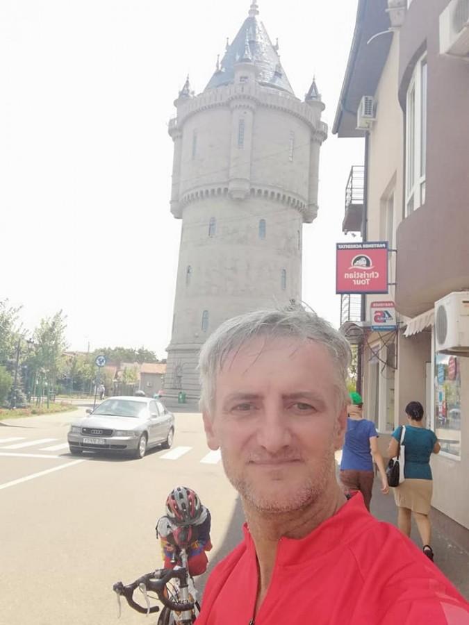 Un sibian face turul României pe bicicletă, prin toate județele