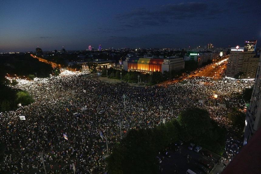 Presa din toată lumeascrie despre protestele împotriva corupției din Piața Victoriei