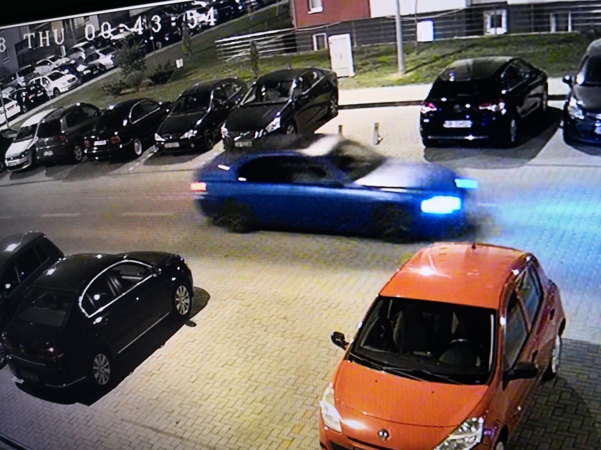 FOTO Cu BMW-ul la plimbare prin Avantgarden: au lovit două mașini parcate