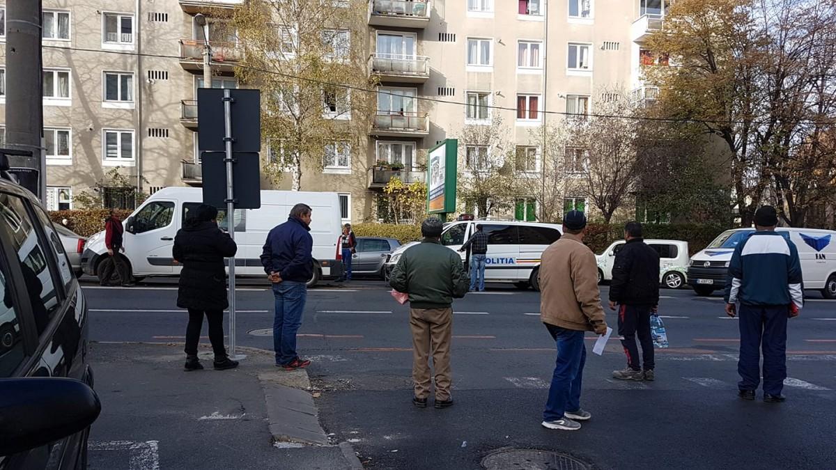 Un polițist la volan nu a păstrat distanța regulamentară, pe Calea Dumbrăvii. O femeie a ajuns la spital