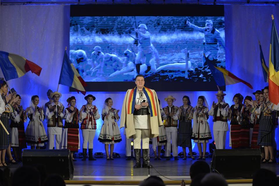 Hora românilor, la Gura Râului (CP)