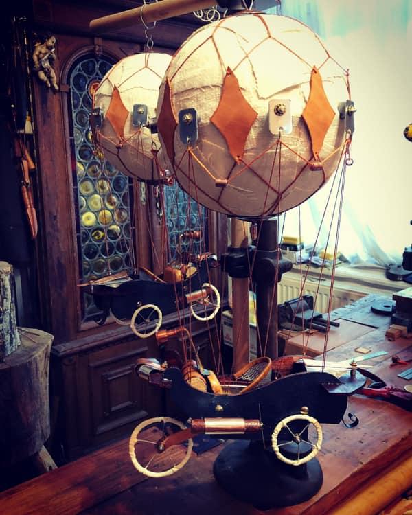 """Un sibian meșterește obiecte ce te întorc în secolul 19. """"Aș vrea să am un atelier ca al lui Geppetto"""""""